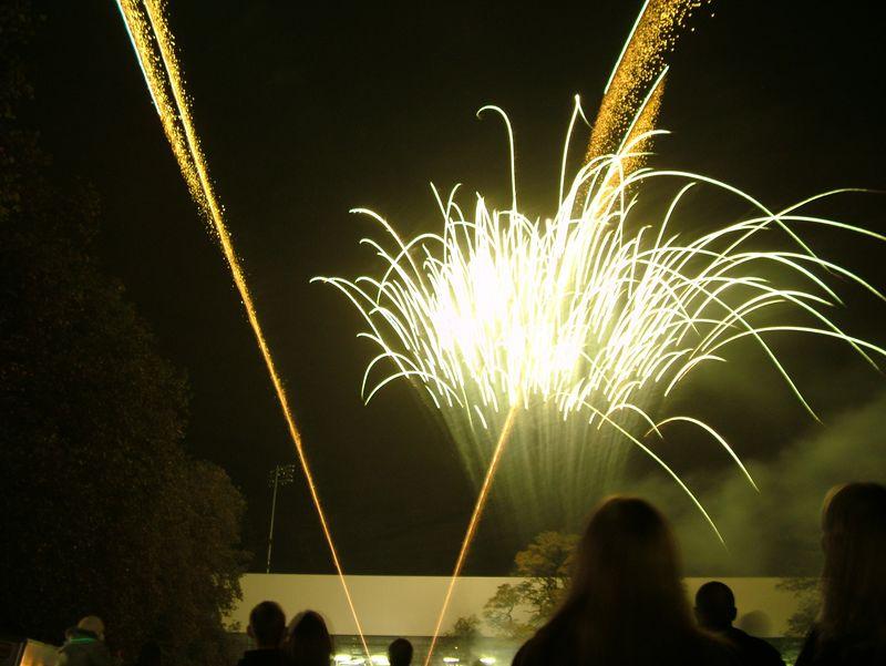 2004_1105putneyfireworks20015.JPG