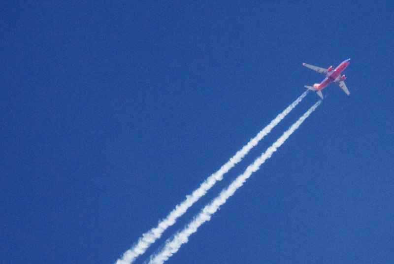 100% crop:  737-700 at 40K ft ISO 400, 1/2500, f/5.6, 400mm slight USM