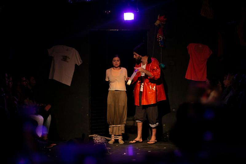 Allan Bravos - Fotografia de Teatro - Indac - Migraaaantes-350.jpg