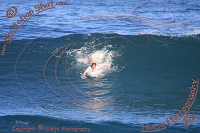 2009_10_31 - Surfing Pipeline, North Shore (OAHU) - Kurt