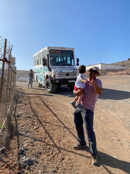 De bus met Monstertruck wielen door de dienst tussen Cofete en de bewoonde wereld verzorgt.JPG