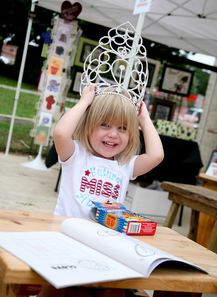 Brooke Williamson Little Miss Muscadine Supreme 2012 Color on Handmade Picnic Table made by Sonny Hood
