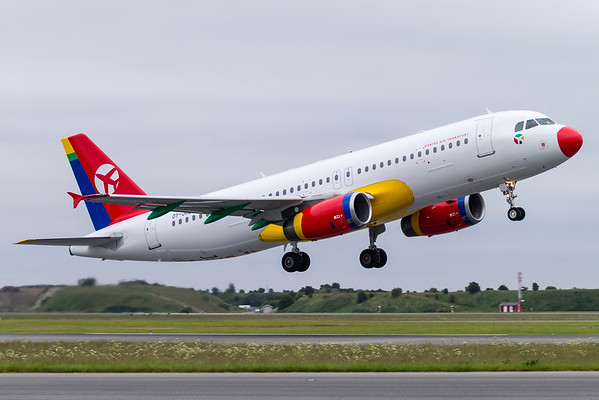OY-JRZ - Airbus A320-233