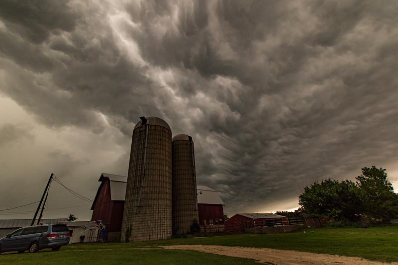 OsingaFarm-ThunderstormAriving1.jpg