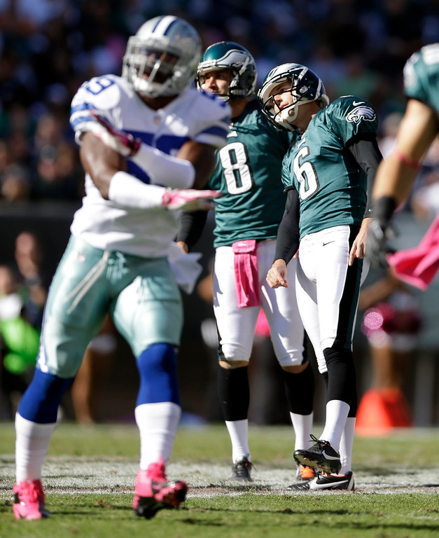 . Philadelphia Eagles kicker Alex Henery (6) and placeholder Donnie Jones (8) watch Henery\'s missed field goal attempt as Dallas Cowboys\' Ernie Sims, left, gestures against it during the first half of an NFL football game, Sunday, Oct. 20, 2013, in Philadelphia. (AP Photo/Matt Rourke)