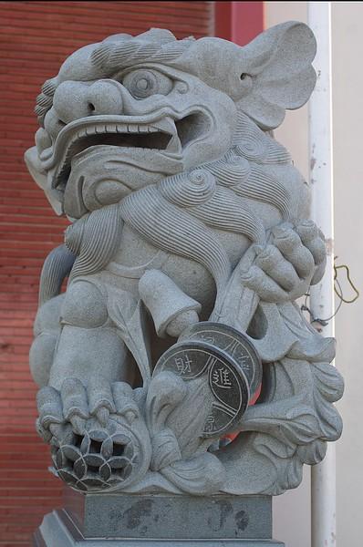 ChineseConsolidatedBenevolentAssoc009-EastSculpture-2006-9-18.jpg