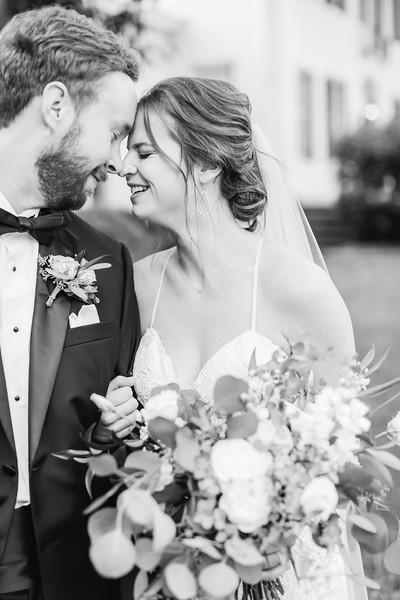 456_Ryan+Hannah_WeddingBW.jpg