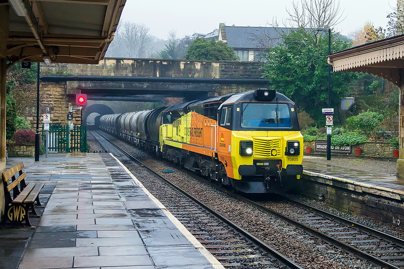 6th Dec 2016:  My 2nd shot of 6C36 the Westbury Lafarge cement working to Aserthaw is again in total crud weather.  This time it is the same loco 70805  powereing 6C36 and the TTAs but this time it is seen at Bradford on Avon
