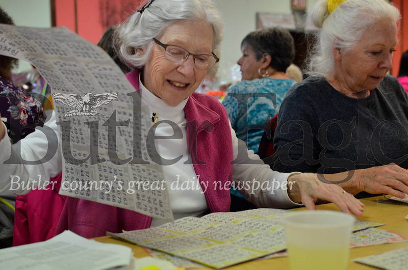 From left, Valerie Sands and Carole Zwigart prepare for another round of bingo at Paw Print Basket Bingo. Tanner Cole/Butler Eagle