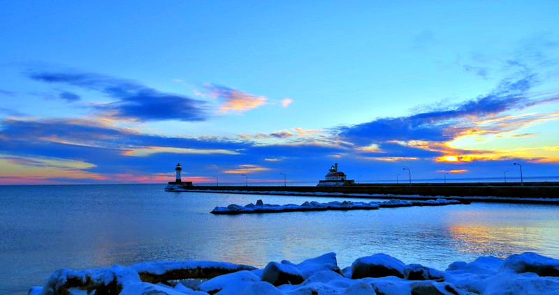 DULUTH PIER AND LIGHTHOUSE