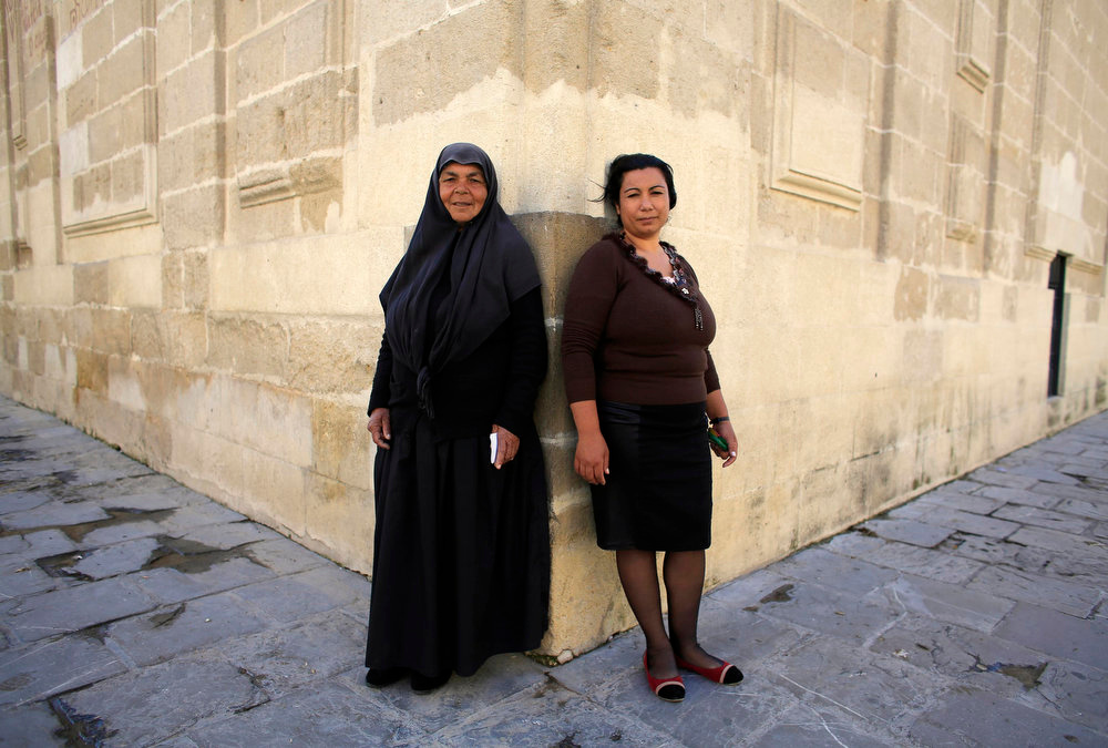 . Roma women Carmen (L), 60, and her daughter Lourdes, 30, pose for a portrait during International Roma Day in the Andalusian capital of Seville, southern Spain on April 8, 2013. REUTERS/Marcelo del Pozo