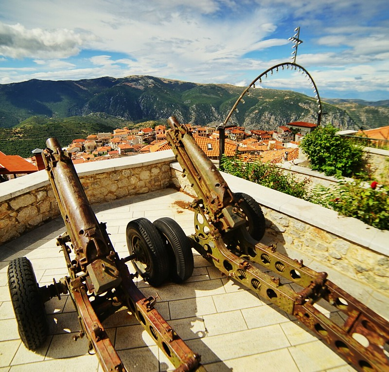 Arahova church and guns