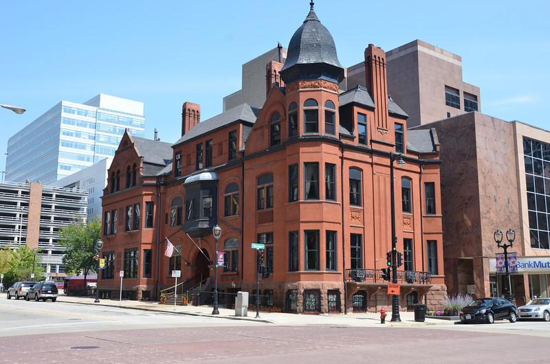 The Milwaukee Club. Established 1883.