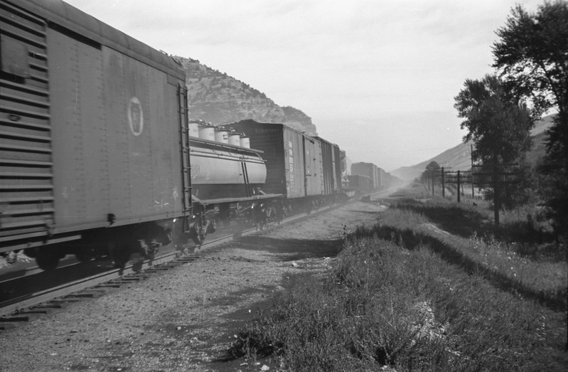 UP_4-8-8-4_4000-with-train_near-Echo_Aug-1946_002_Emil-Albrecht-photo-205-rescan.jpg