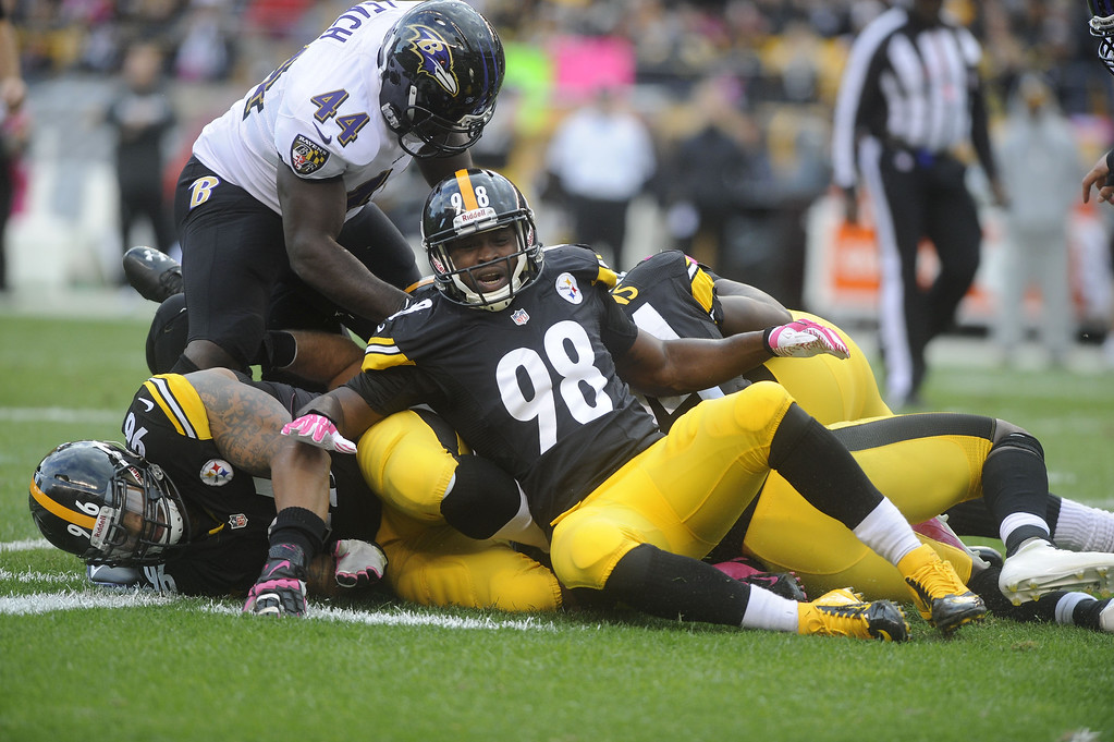 . Vince Williams #98 of the Pittsburgh Steelers stops the Baltimore Ravens on a third down play during the first quarter at Heinz Field on October 20, 2013 in Pittsburgh, Pennsylvania. (Photo by Vincent Pugliese/Getty Images)