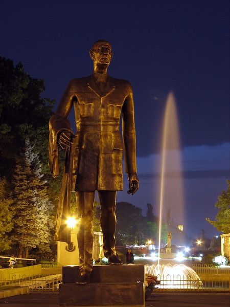 De Gaulle statue IMG_3296.JPG