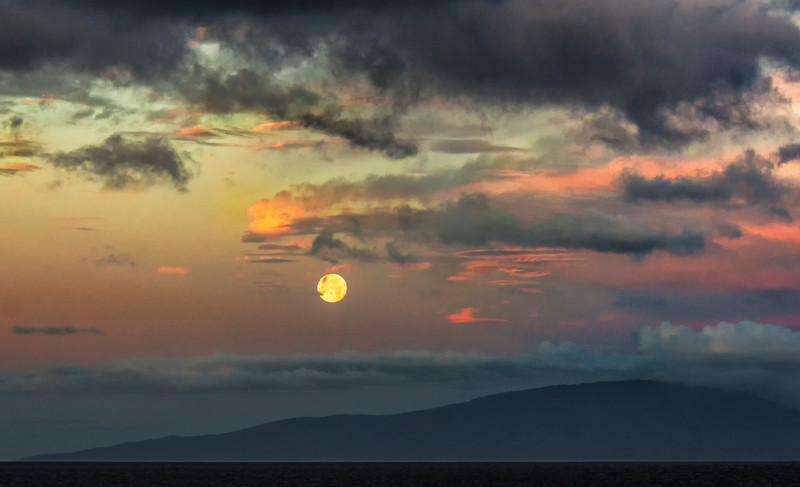 Maui_Moonset-3.jpg