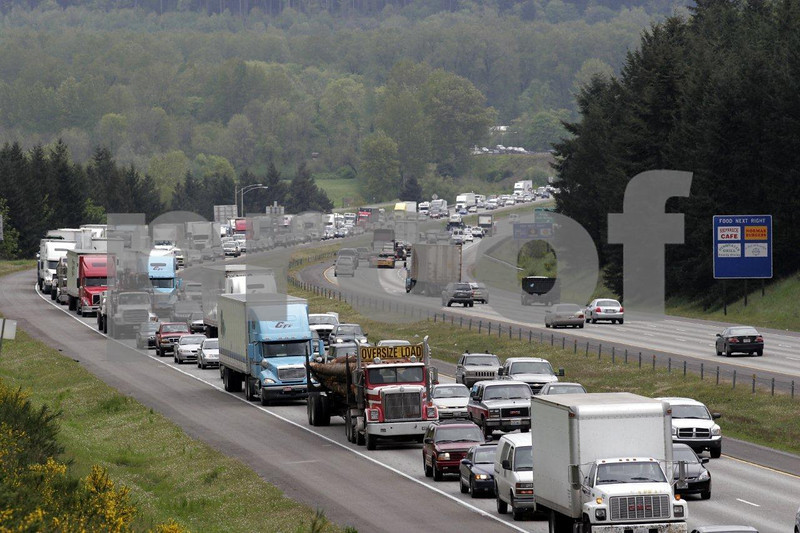 Heavy traffic on the Nisqually grade of I-5 in Washington State.