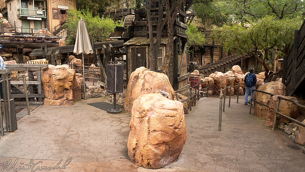Disneyland Resort, Disneyland, Frontierland, Big Thunder Mountain Railroad, Big Thunder, FastPass, Fast Pass, Fast, Pass, Merge