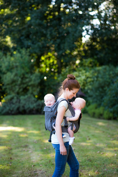 Izmi_Baby_Carrier_Breeze_Mid_Grey_Lifestyle_Twins_Mum_Outside_Smiling_At_Baby.jpg