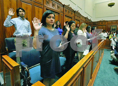 40-people-from-12-countries-sworn-in-as-us-citizens-in-ceremony