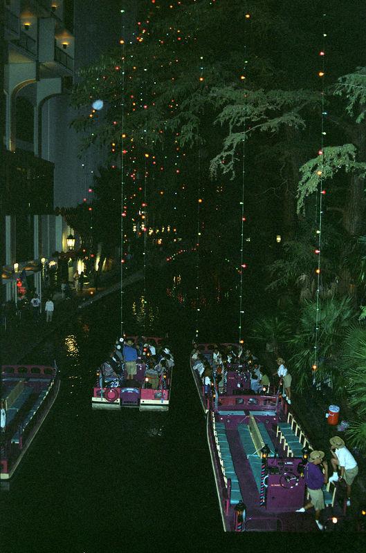 1998 11 28 - Riverwalk 03.jpg