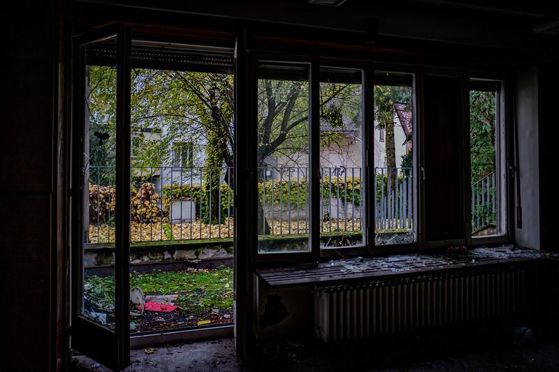 Kindergarten Lost Place-1070203.jpg