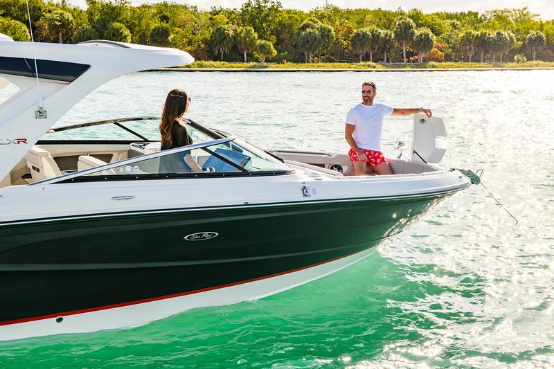 2020-SLX-R-310-outboard-lifestyle-14.jpg