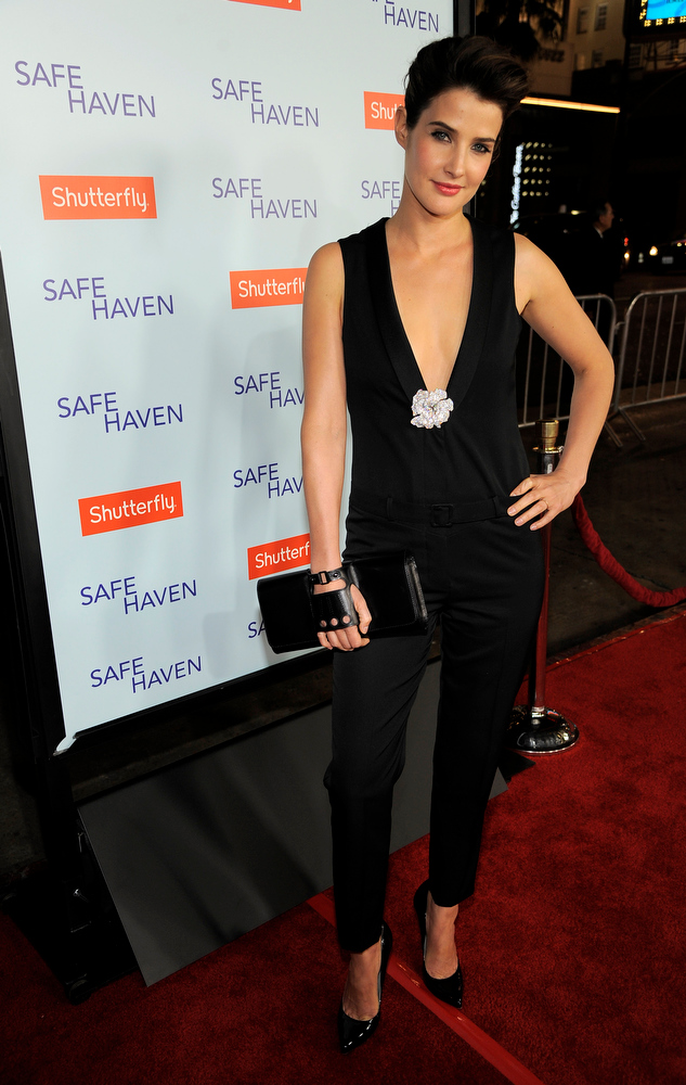 ". Cobie Smulders, a cast member in ""Safe Haven,\"" poses at the U.S. premiere of the film, Tuesday, Feb. 5, 2013, in the Hollywood section of Los Angeles. (Photo by Chris Pizzello/Invision/AP)"