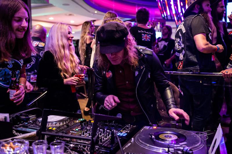 Center Bar DJ Set