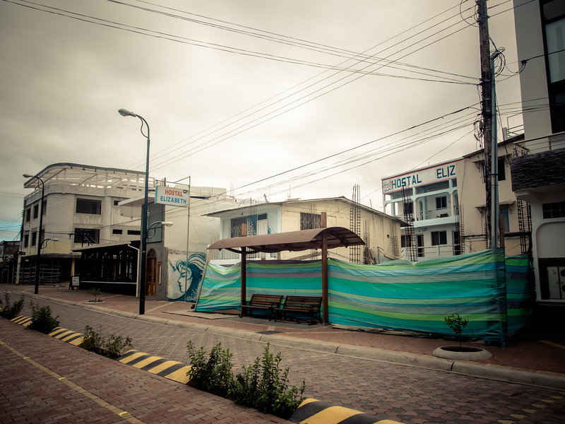 puerto ayora construction.jpg