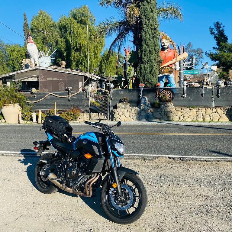 Muffler Man and Yamaha FZ07 - Mentone California