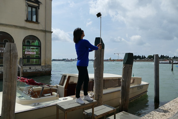 2016 People taking pictures in Venice