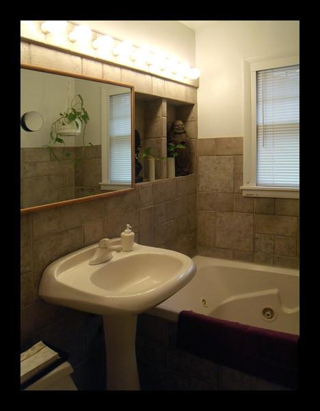 46. First Floor Bathroom with Jacuzzi.JPG
