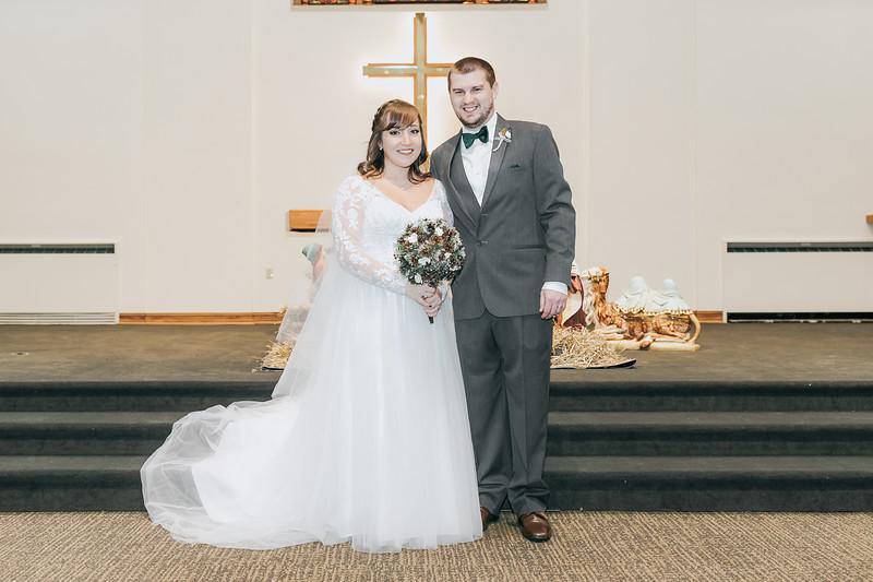 Johnna_Derek_Wedding_La_Casa_Grande_Beloit_Wisconsin_December_15_2018-200.jpg