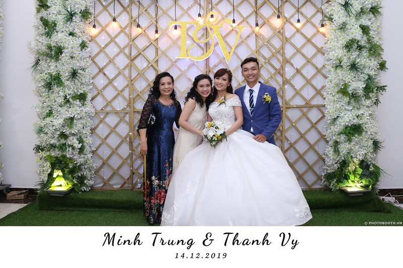 Trung-Vy-wedding-instant-print-photo-booth-Chup-anh-in-hinh-lay-lien-Tiec-cuoi-WefieBox-Photobooth-Vietnam-094.jpg