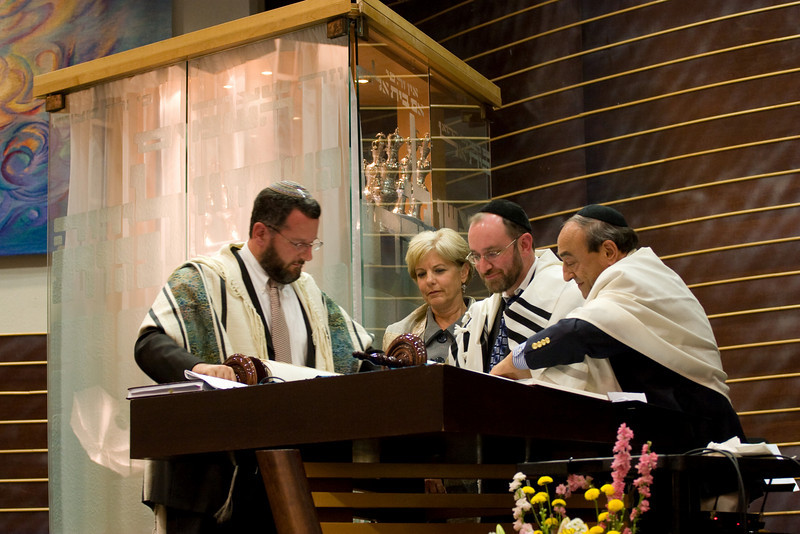 Rabbi Harris, Rabbi Youlus, Phyllis Soloman, and Hazzan Lubin roll the new Torah to the next reading -- Siyum HaTorah -- Beth El's Project 613: Writing a Torah