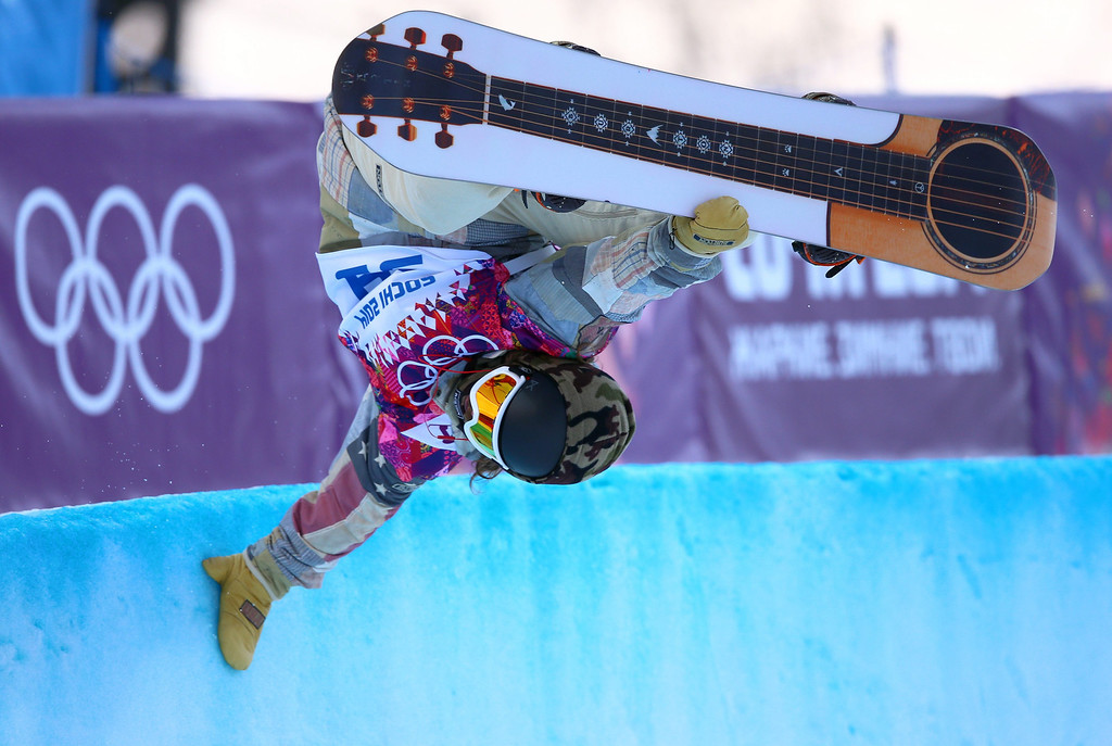 . Danny Davis of USA in action during the Mens Snowboard Halfpipe Qualification at Rosa Khutor Extreme Park at the Sochi 2014 Olympic Games, Krasnaya Polyana, Russia, 11 February 2014.  EPA/JENS BUETTNER