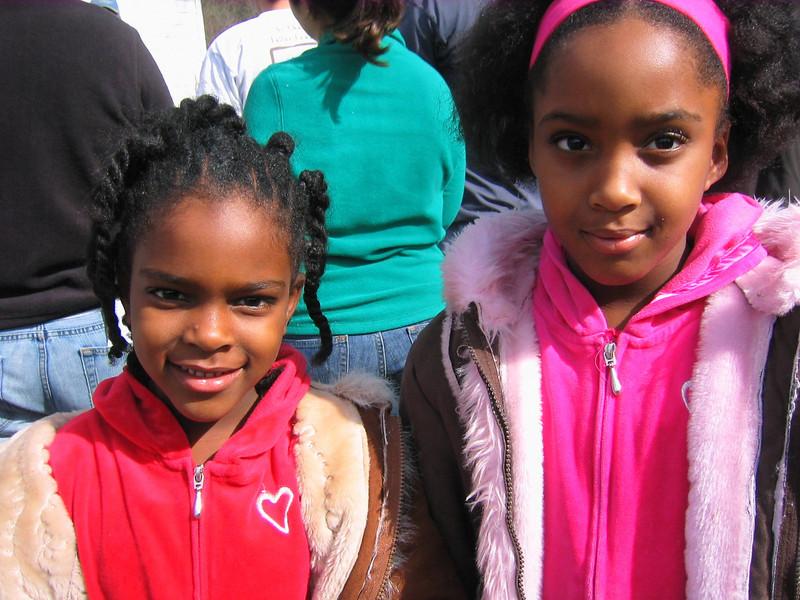 08 01 Children  visiting during work day on Hamm renovation