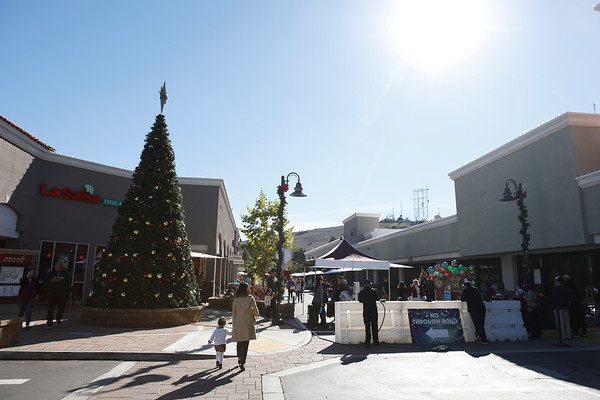 Peninsula Shopping Center - Holiday Celebration - Dec 8, 2018