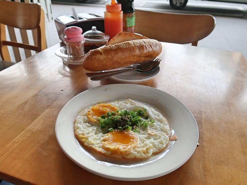 IMG_5094-banh-mi-breakfast.jpg