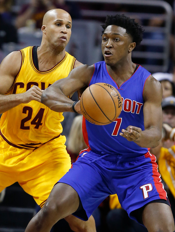 . Detroit Pistons\' Stanley Johnson (7) passes against Cleveland Cavaliers\' Richard Jefferson (24) during the first half of an NBA basketball game Friday, Nov. 18, 2016, in Cleveland. (AP Photo/Ron Schwane)