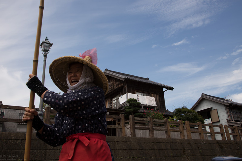 The captain of the boat is a lady of 80 years who knows many interesting stories of Sawara town.