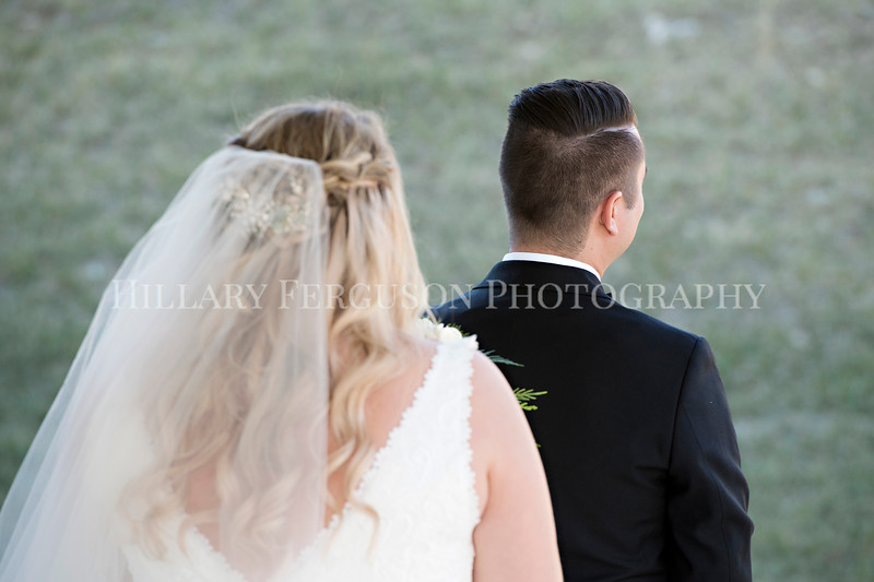 Hillary_Ferguson_Photography_Melinda+Derek_Getting_Ready362.jpg