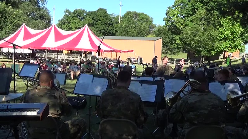 2018 Video - 126th Army Band Concert at the Zoo - Show Time by Heidi 002.MP4