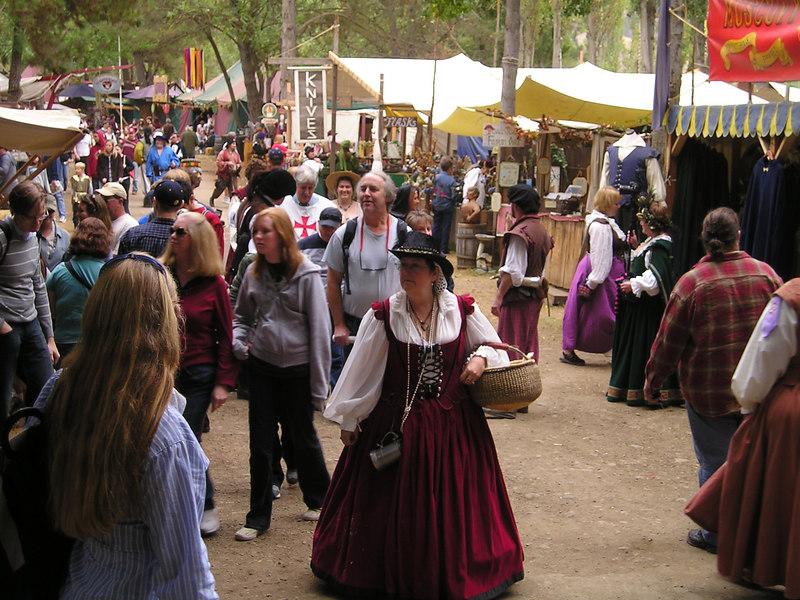 Renaissance Pleasure Faire, Hollister 2006: Street scene/procession
