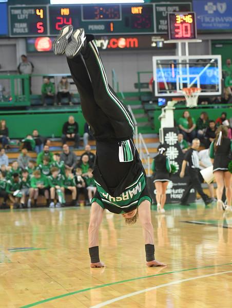 cheerleaders1731.jpg