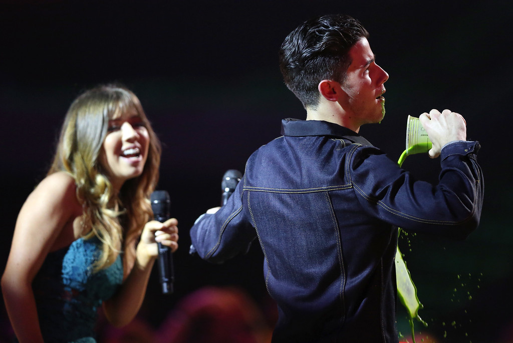 . Jennette McCurdy, left, and Nick Jonas participate in a ìDare or Dareî at Nickelodeon\'s 28th annual Kids\' Choice Awards at The Forum on Saturday, March 28, 2015, in Inglewood, Calif. (Photo by Matt Sayles/Invision/AP)