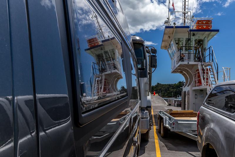 MANIMONDO auf der Fähre von Okiato nach Opua