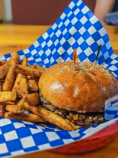 Jonny's Cookhouse sweet marie burger-4.jpg